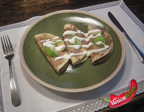 a plate of Enfrijoladas