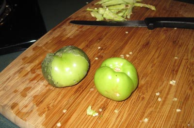 picture of tomatillos or tomates verdes